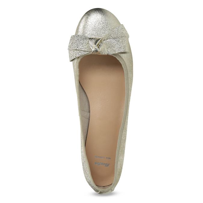 Kožené baleríny na nízkém podpatku bata, zlatá, 526-8420 - 17