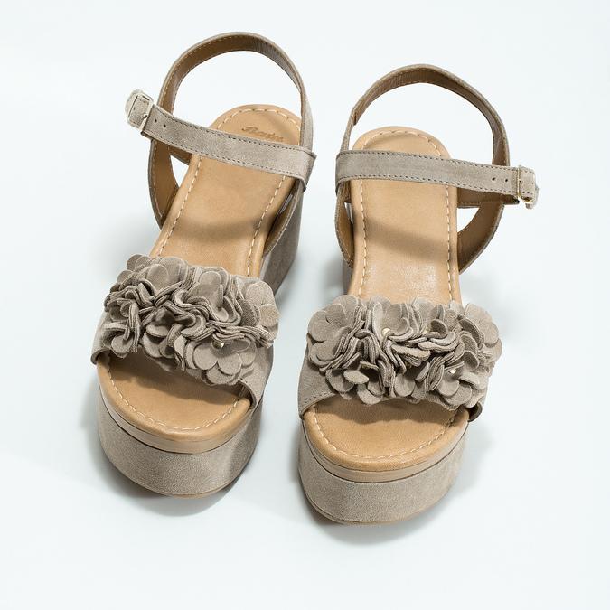 Kožené dámské sandály na flatformě bata, béžová, 763-3601 - 16
