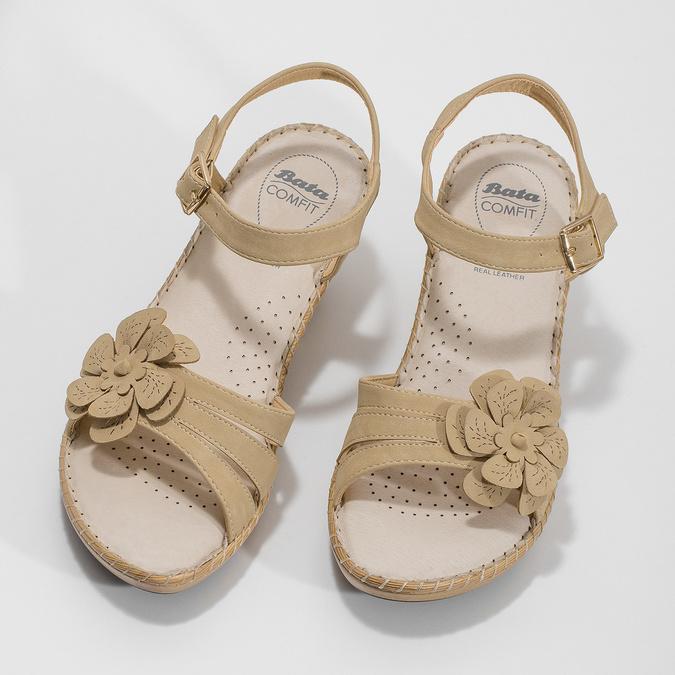 Béžové sandály s květinkou comfit, béžová, 661-8613 - 16