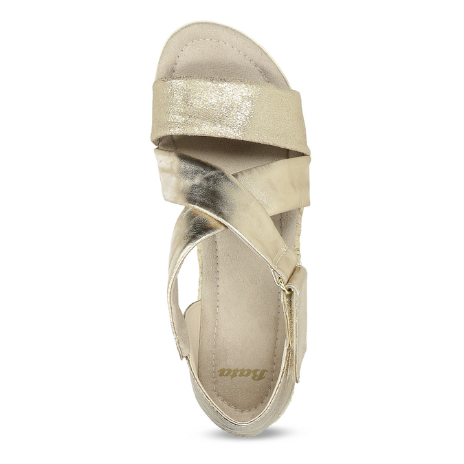 Zlaté dámské sandály na světlé podešvi bata, zlatá, 561-8606 - 17