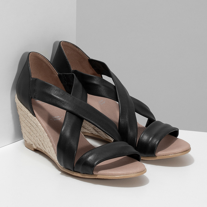 Kožené černé sandály na klínku bata, černá, 654-6600 - 26