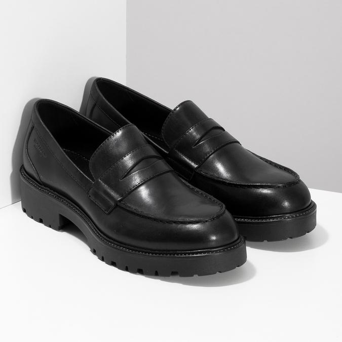 Černé kožené mokasíny na výrazné podešvi vagabond, černá, 524-6110 - 26