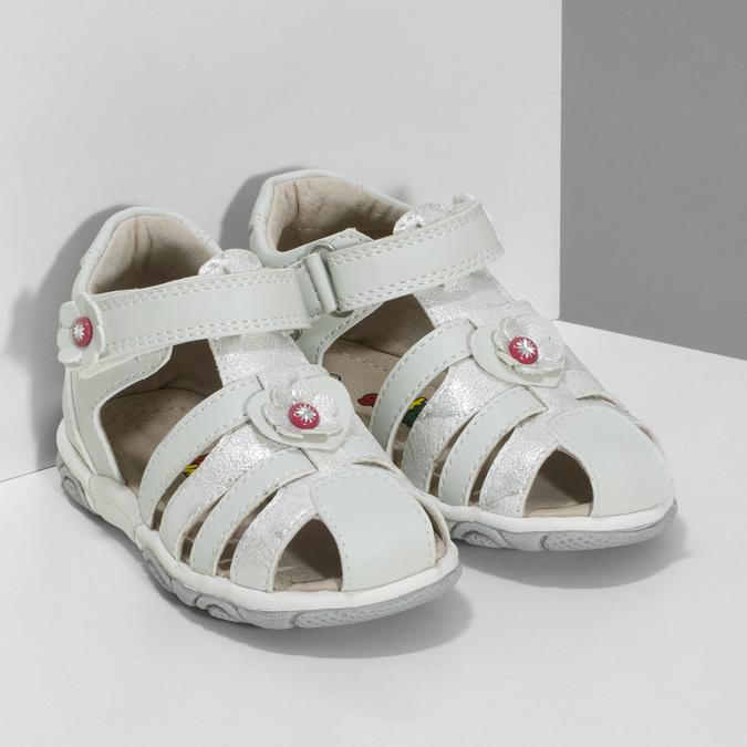 Kotníčkové dětské sandály s květinovou ozdobou bubblegummers, stříbrná, bílá, 161-1607 - 26