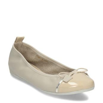 Béžové dámské kožené baleríny s lakovanou špičkou bata, béžová, 524-8625 - 13
